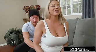 Gorgeous Stepmom Brooklyn Chase Needs Anal Badly