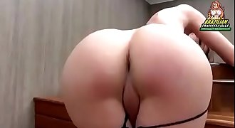 Beautiful shemale tease her round ballsack